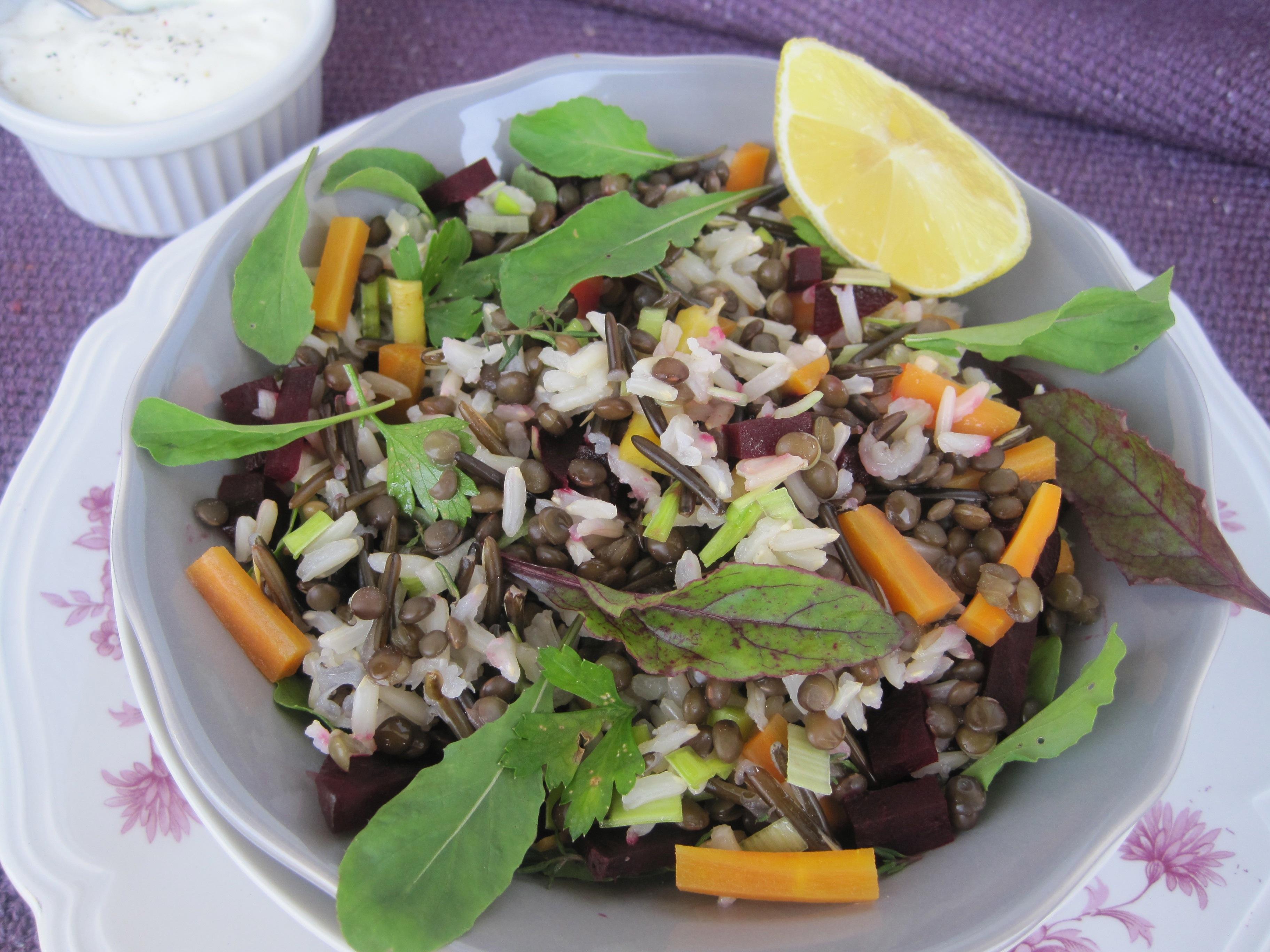 Hladna riževa solata z črnolečo